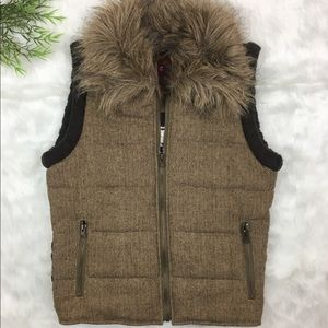 BB Dakota Small Wool Tribal Dove Knit Fur Vest